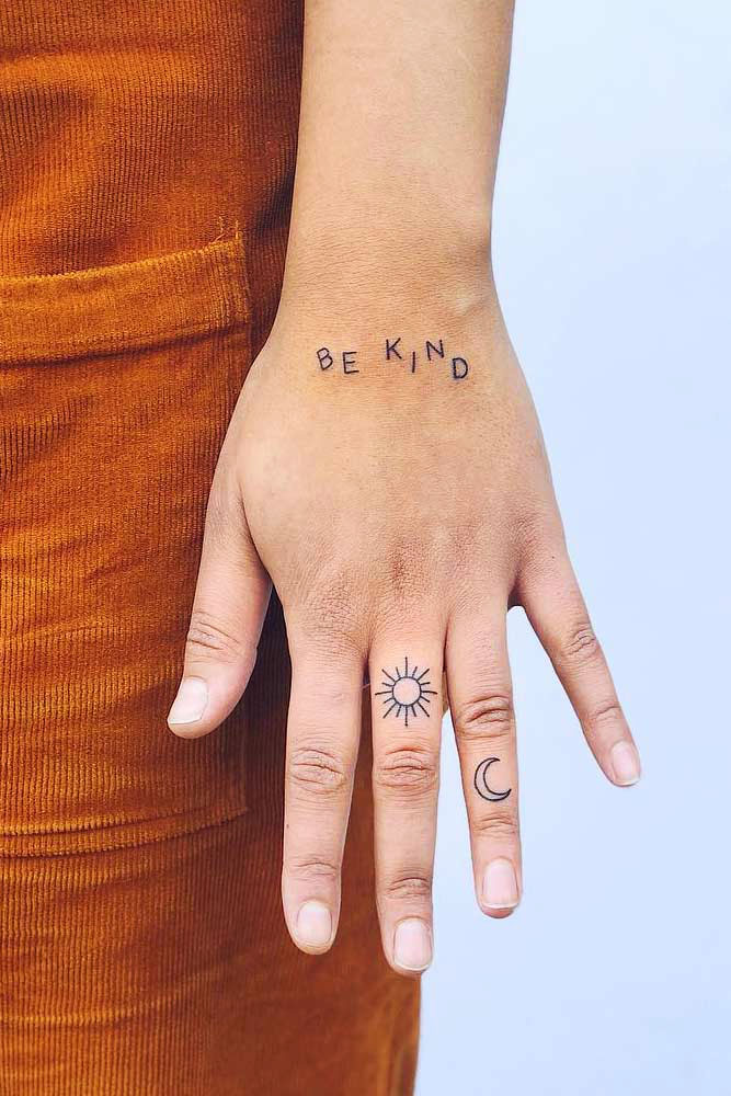 25 Finger tattoo designs for women to 2021
