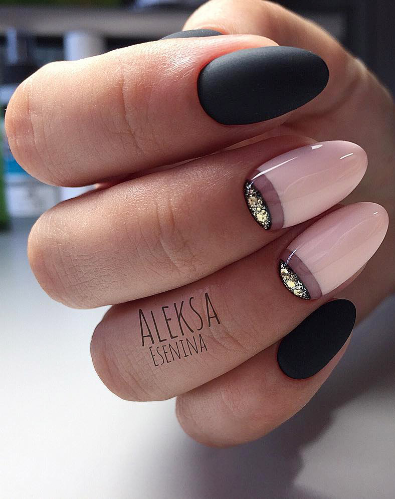 30+ Almond nail Designs for an exclusive look